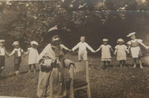 Festyn-przedszkolny-Brynek-lata-30.-XXw.