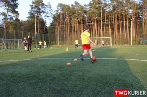 """Uczniowski Klub Sportowy """"Akademia Piłki Nożnej"""" z Tworoga - trening 14"""